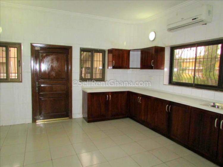 3 Bedrooms Townhouse +boys Qtrs, Airport Residential Area, Accra, Townhouse for Rent