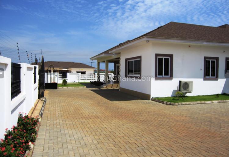 4 Bedroom Semi-detached House, Community 25, Tema, Accra, Semi-detached Bungalow for Sale