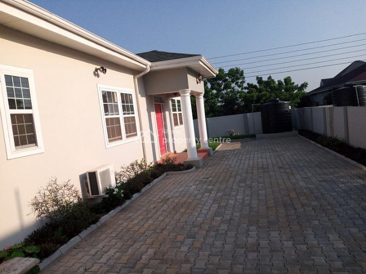 5bedrooms with 1bq in Royal Palm Estate at Community25, Savanna  Towards to Dawhenya Road, Community 25, Tema, Accra, Townhouse for Sale