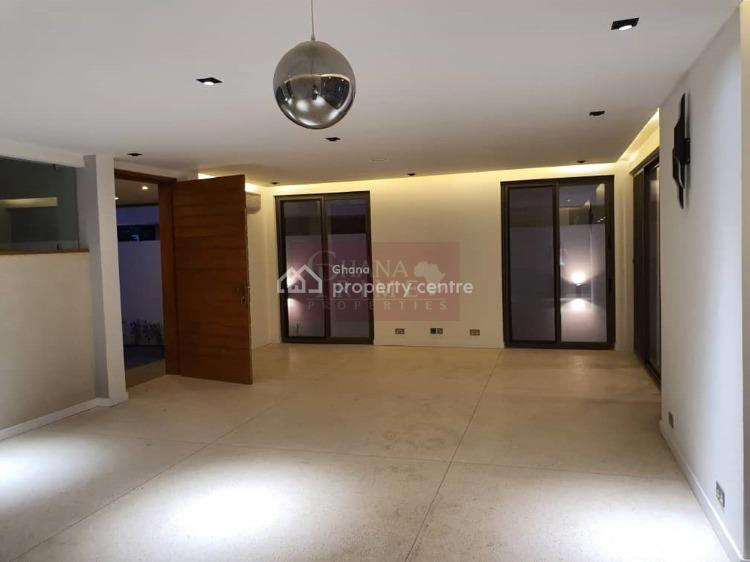 5 Bedroomshouse with a Swimming Pool, Cantonments, Accra, Detached Duplex for Sale